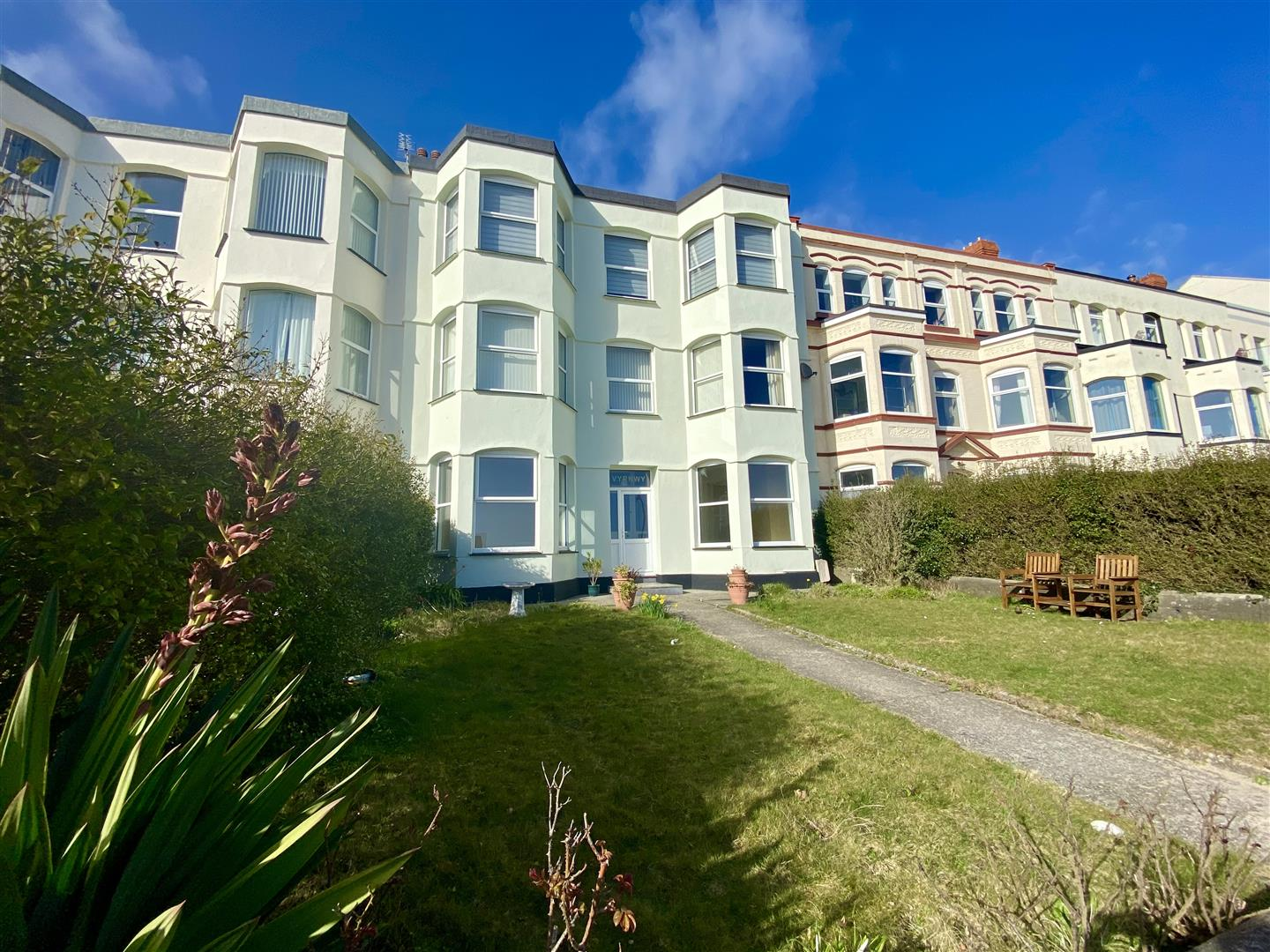 5 West End Parade, Pwllheli